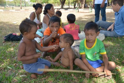Crianças-warao-na-praça-Germano-Sampaio-em-Boa-Vista-acompanhadas-pela-Equipe-Itinerante-IMC..jpg