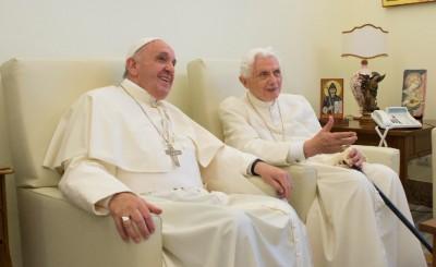 Papa-e-o-emérito-foram-vacinados.jpg