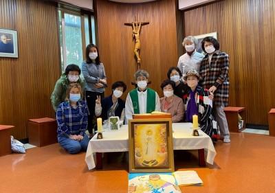 padre-Han-celebrando-missa-na-capela-dos-missionarios-da-consolata-com-o-grupo-da-partilha-de-paz.jpg