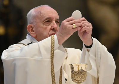 pastor_concelebrando_missa_catolica.jpg